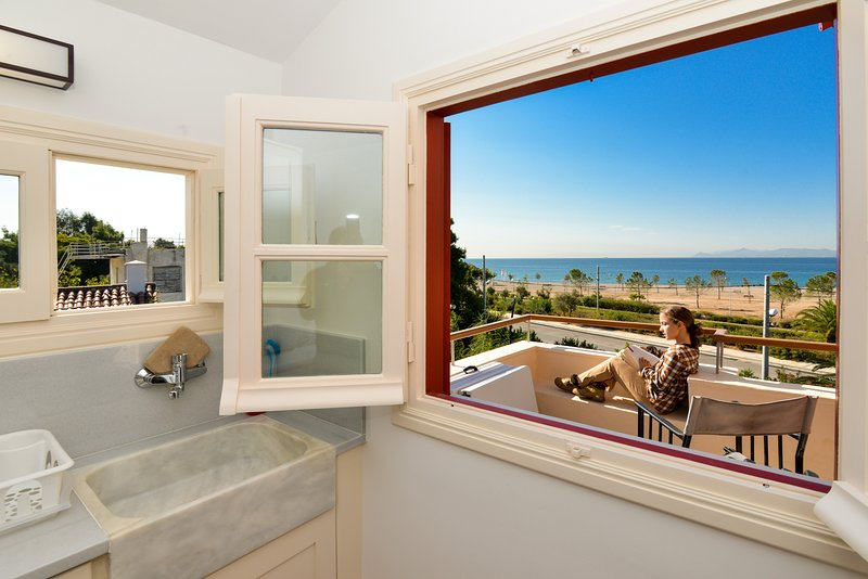 Beach apartment Panoramic Sea & Sunset view, holiday rental in Glyfada