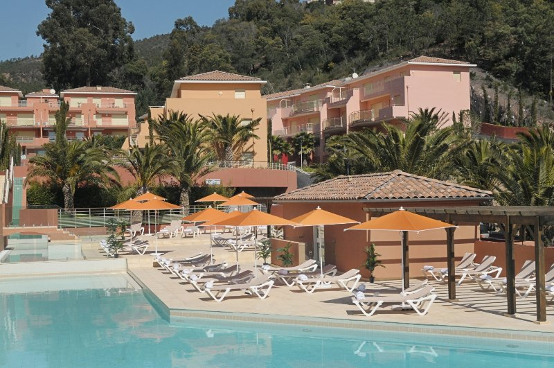 Exceptional, Steps_to_sea, Top Quality 2 BDRM+LR Apartment Théoule (Miramar), holiday rental in Théoule sur Mer