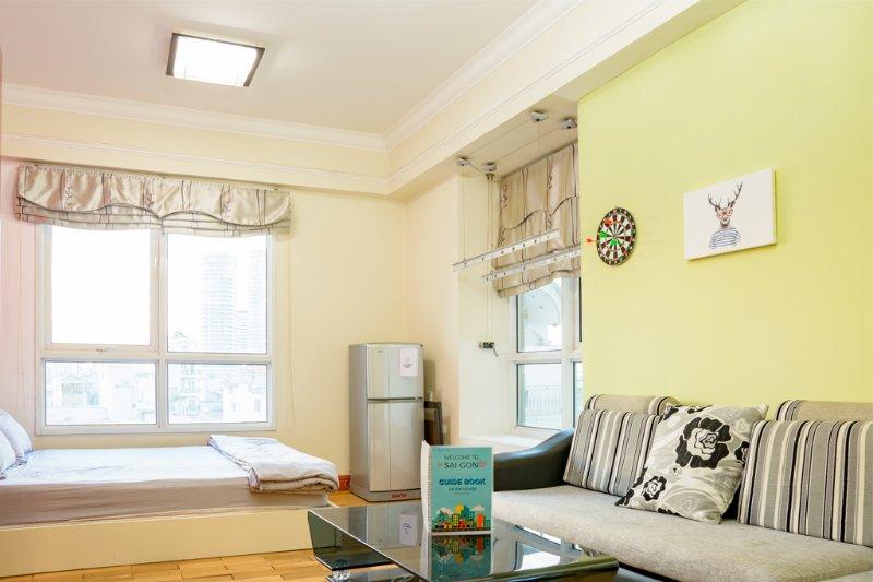 E 'molto di appartamenti ben strutturato. Buone luci, grandi guide, servizi completi e molto confortevole,