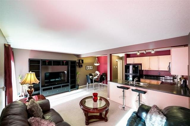 Beautiful 3 bedroom townhouse with 3 free parking, holiday rental in Edmonton