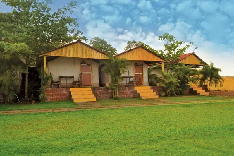 TT Nisarg Deluxe Rooms, casa vacanza a Satara District