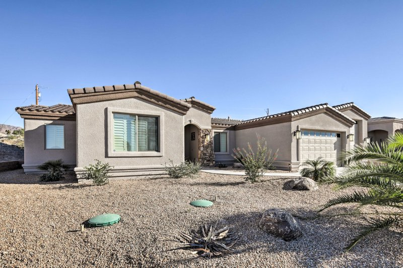 This home is surrounded by beautiful southwestern landscapes!