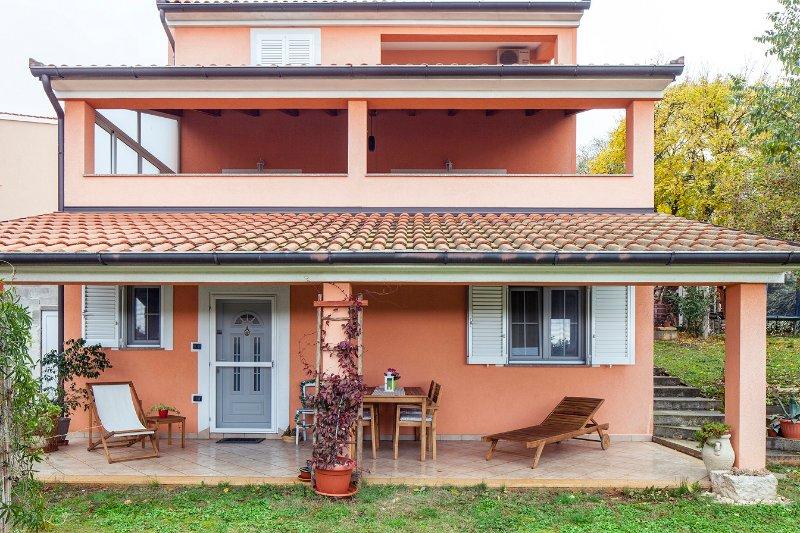 STUDIO APARTMENT INES, holiday rental in Bibici