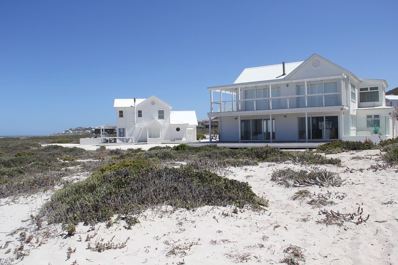 White Sands Beach House, holiday rental in Grotto Bay