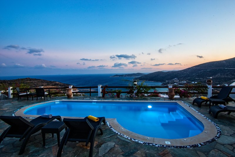 Villa Pelagos with private swimming pool, Platis Gialos, Sifnos, holiday rental in Chrisopigi