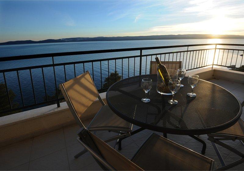 Citybreak apartman with private beach near Split, vacation rental in Marusici