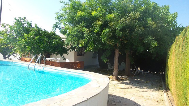 V. MONSE - CHALET CON PISCINA 4-5 PERS. 350 M. PLAYA, holiday rental in Alcanar