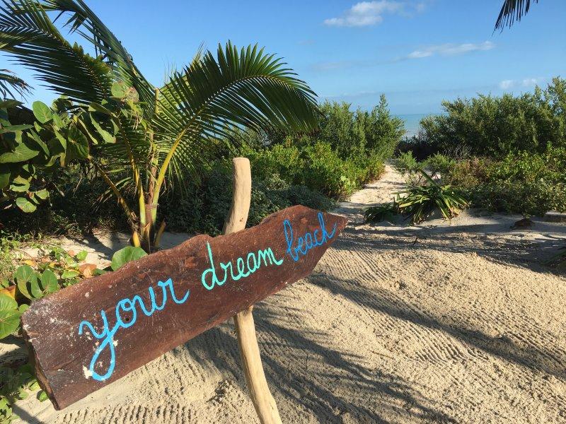 su acceso directo a la playa desde la terraza