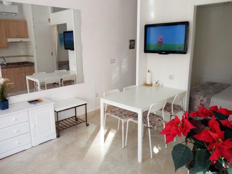 Playa a 100 metros, holiday rental in Torremolinos