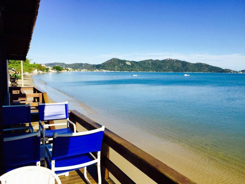 Casa Pé na Areia !!! De frente para o mar !!!, holiday rental in Bombinhas