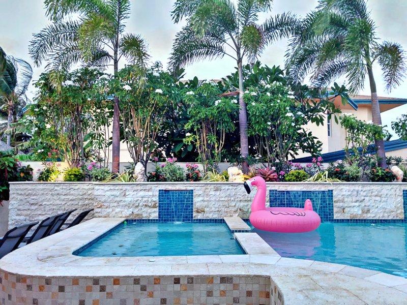 Nouvelle piscine refaite avec des cascades