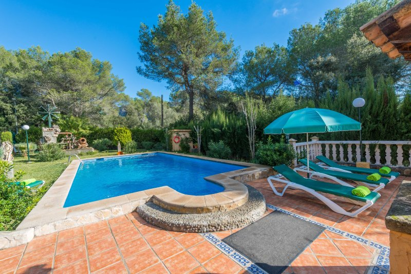 ELS PINS - Villa for 8 people in Crestatx, vacation rental in Sa Pobla