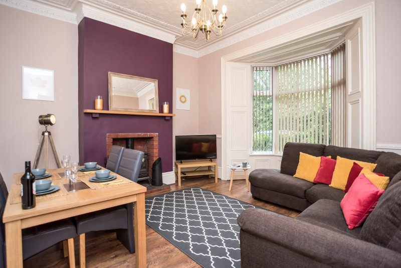 Beautiful Exclusive Victorian House with High Ceilings, holiday rental in Tyne and Wear