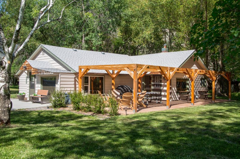 Escape to Paradise Valley when you stay at this vacation rental house!
