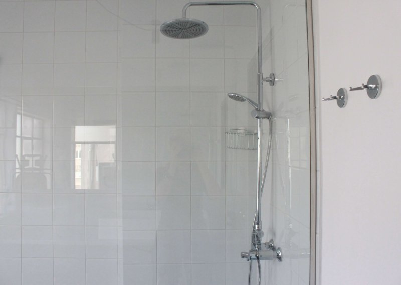 Apartment MO5 shower room