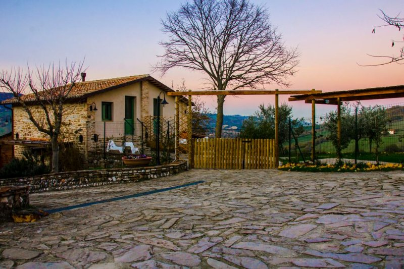 Le Voltarelle Bed & Breakfast, holiday rental in Genga