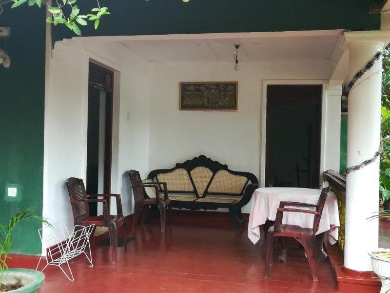 Pabasara Holiday Inn - Bedroom 1, holiday rental in Inamaluwa