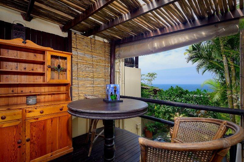 Su propio patio privado con vistas al mar.