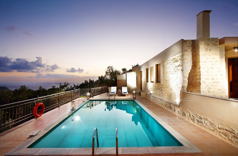 Panoramic sea view villa with private pool, location de vacances à Kerames