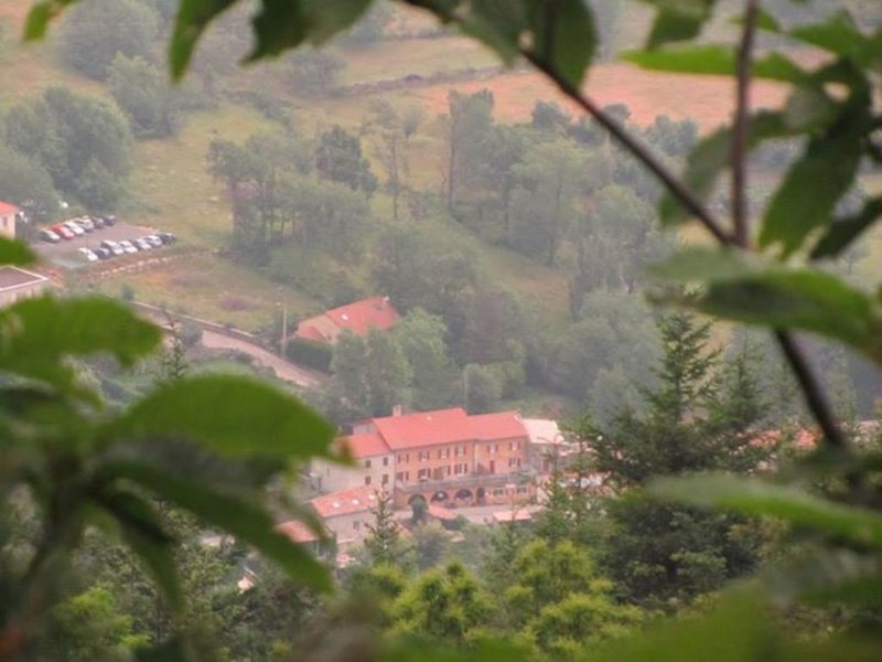 Auberge le Romarin vieuw from the mountain.Apartment with terrace