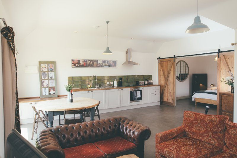 Beautiful Cambridgeshire Barns Sleeps 24+, casa vacanza a Royston
