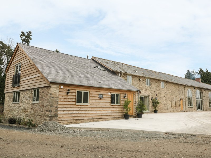 TIMBER BARN, barn conversion, en-suites, luxury accommodation, Ref 971479, vacation rental in Titley