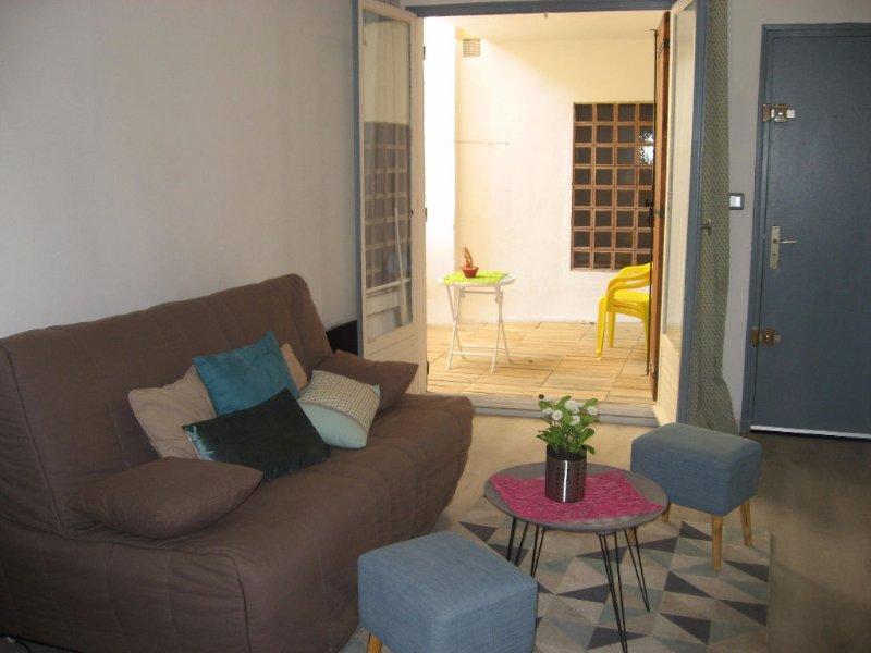 Joli Studio Cosy avec terrasse à Avignon Intramuros, Ferienwohnung in Montfavet