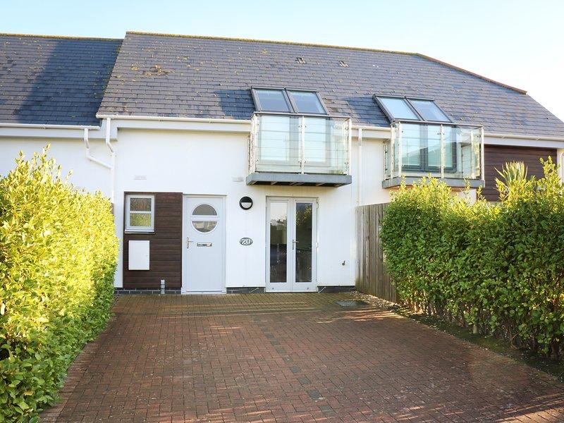 24 BAY RETREAT VILLAS, contempoary villa, spacious open plan living, WiFi, holiday rental in St Merryn