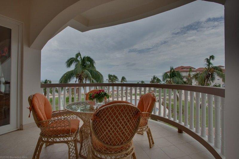 Stellen Sie sich vor dieser großen Veranda sitzen, einen Koch Drink genießen, während auf dem Riff anstarren!