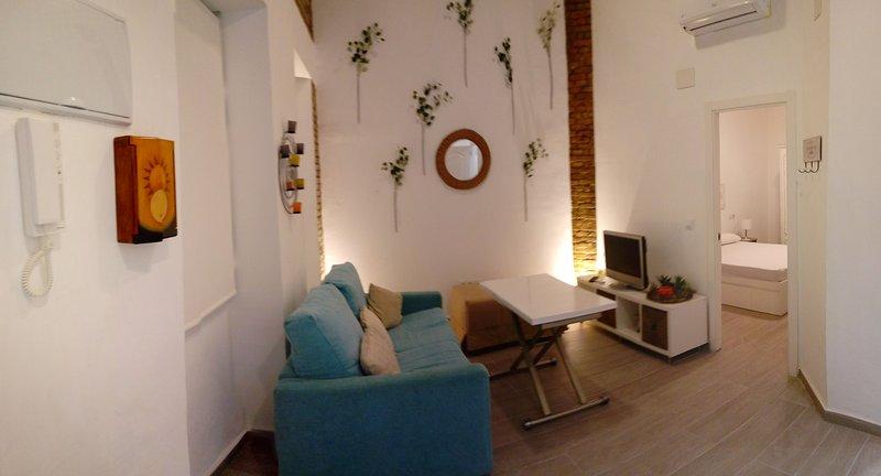 Apartamento en Sevilla-Triana. WIFI, holiday rental in Mairena del Aljarafe
