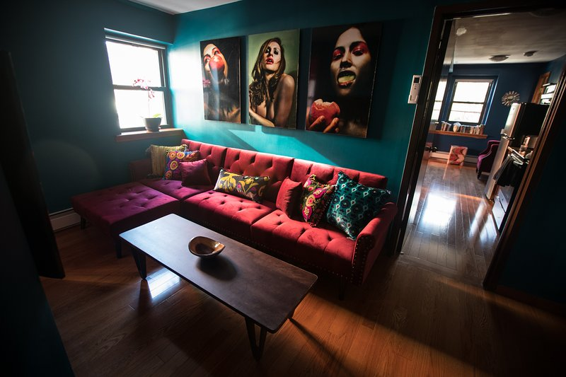 The Livingroom has a sofabed and a flat-screen TV with Cable and HBO,