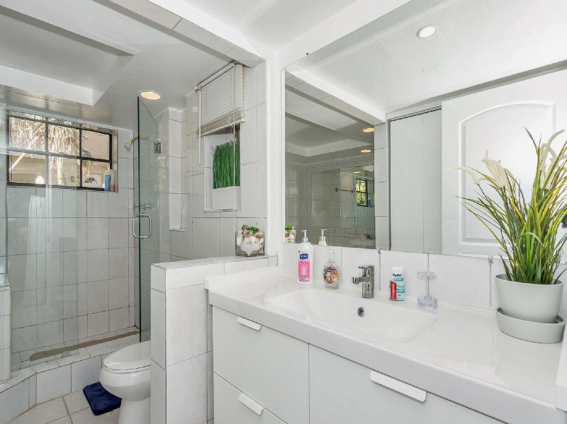 Full bathroom with shower & toilet. Essentials like toilet paper, shampoo, conditioner are provided.