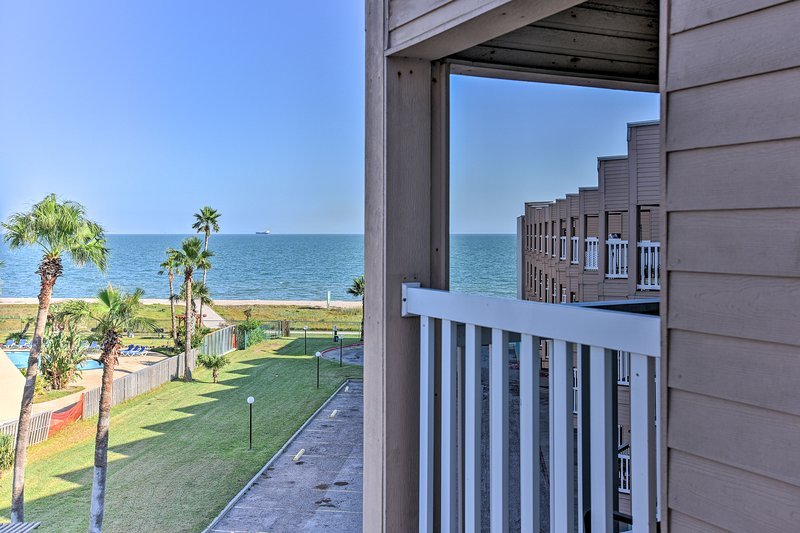 Escape to Corpus Christi and stay at this 1-bed, 1-bath vacation rental condo!