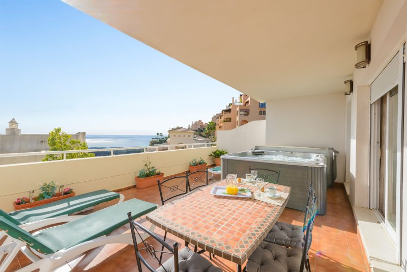 NUEVA CALAHONDA 1-gorgeous apartment-jacuzzi-amazing sea views-golf, vacation rental in Sitio de Calahonda