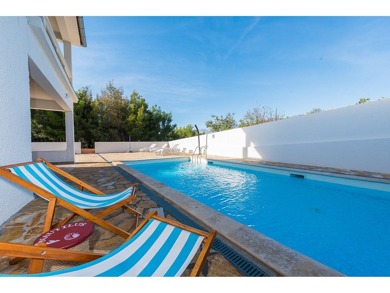 Villa More-with pool and garden – semesterbostad i Rovanjska