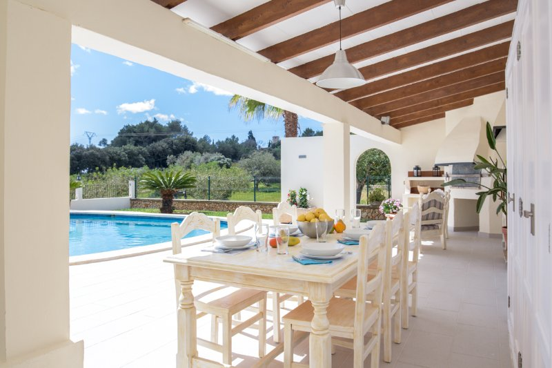 s'Horta Villa Sleeps 6 with Pool and Air Con - 5489694, aluguéis de temporada em S' Horta