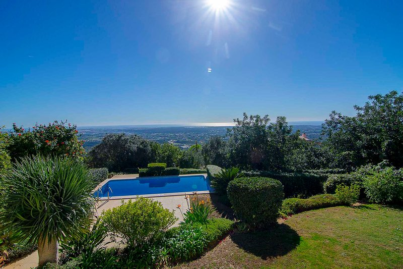 Valados Villa Sleeps 8 with Pool and Air Con - 5489687, location de vacances à Alfarrobeira