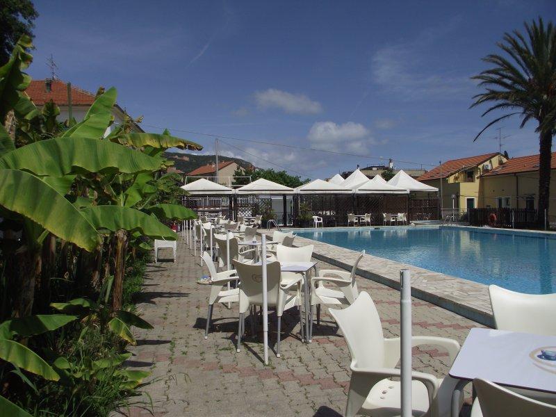 Appartamenti con terrazza o balcone vista mare, holiday rental in Pietra Ligure