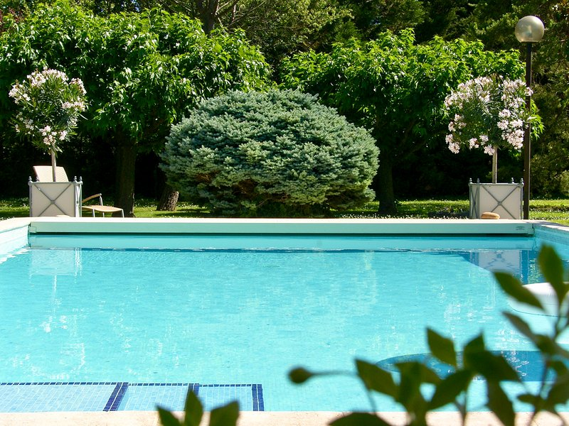 Noves Villa Sleeps 10 with Pool and Air Con - 5487292, location de vacances à Cabannes