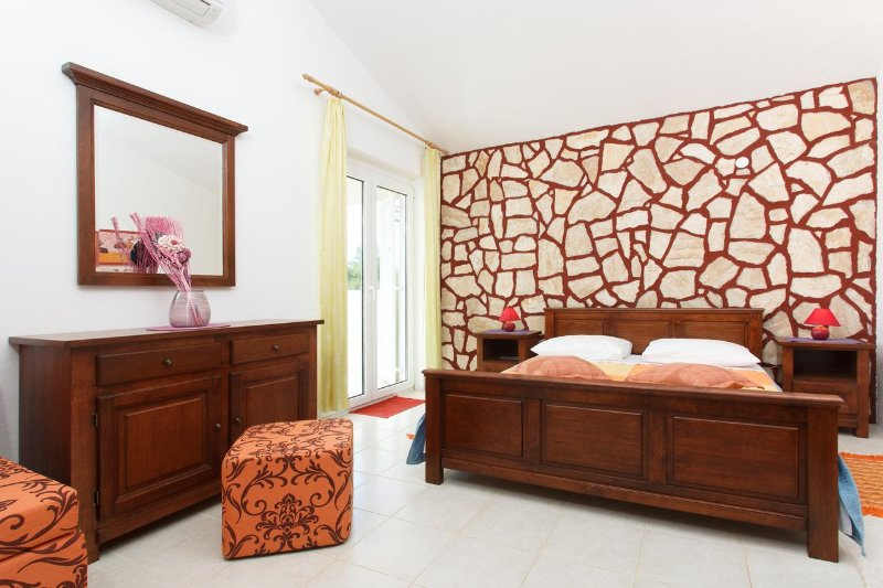 Bedroom 2, Surface: 18 m²