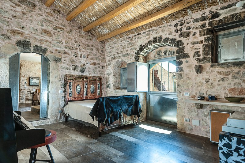 Donnafugata Villa Sleeps 11 with Pool - 5479356, vacation rental in Donnafugata