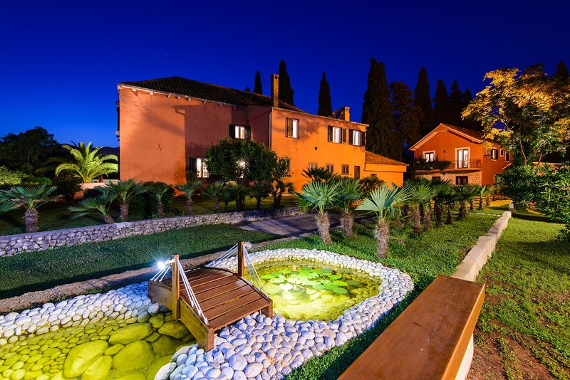 Dubrovnik Summer Residence with Pool, holiday rental in Mlini