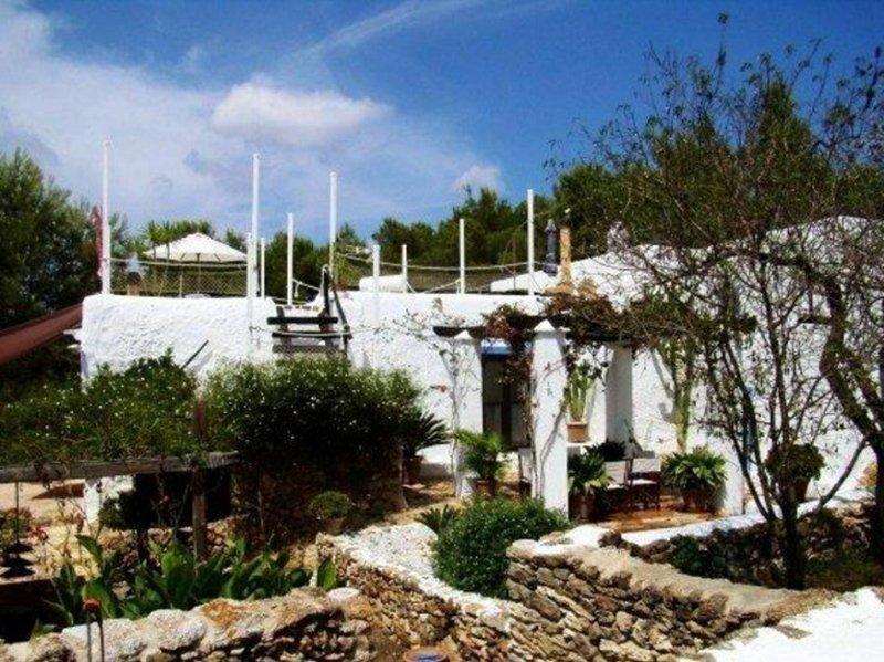 Sant Carles de Peralta Villa with WiFi - 5002445, casa vacanza a Cala Llenya