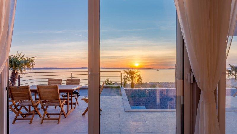 Luxury Villa White Velvet with Pool, holiday rental in Podstrana