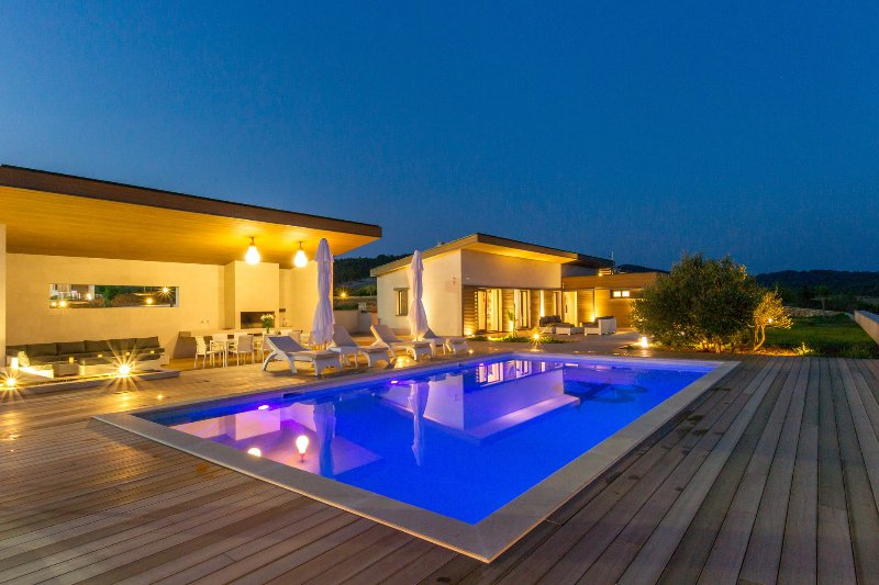 Luxury Villa Pearl of Hvar with Swimming Pool, location de vacances à Zastrazisce