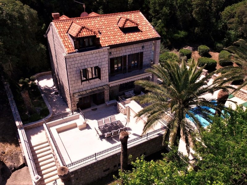Luxury Villa Hedona with Swimming Pool, vacation rental in Dubrovnik
