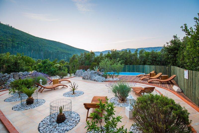 Villa Casa Colori with Swimming Pool, holiday rental in Mokosica