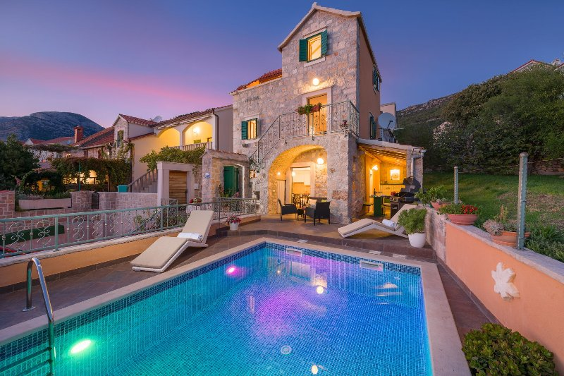 Villa Brač Stone with Swimming Pool, vacation rental in Bol
