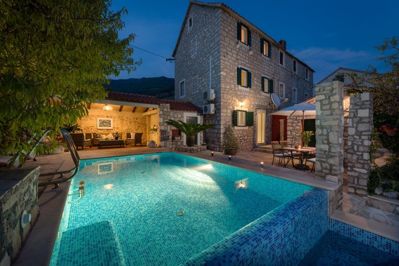 Villa Rustica Moderna with Swimming Pool, vacation rental in Bol