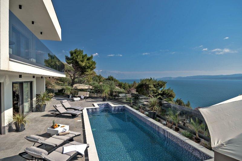Villa Small Paradise with Swimming Pool, location de vacances à Stanici